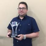 Alexandre com o prêmio